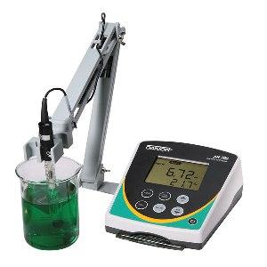 pH 700 Benchtop Meter from Oakton
