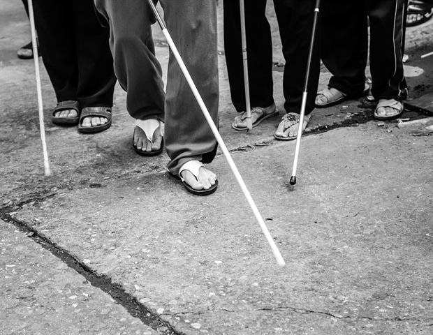 Blind %27s Feet With Stick CHAINFOTO24 1000 2e9f8aa9159745749a4cc8db3c3fac96 620x480