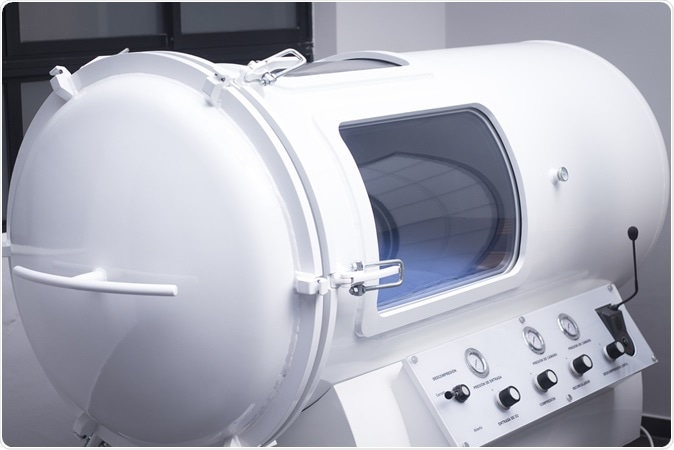 HBOT hyperbaric oxygen therapy chamber tank in hopsital medical center clinic. Image Credit: edwardolive / Shutterstock