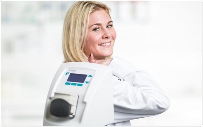 With a weight of only 3.5 kg, the peristaltic pump DOSE IT can be moved easily