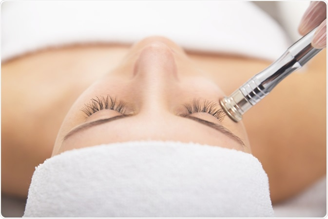Microdermabrasion. Image Credit: Neeila / Shutterstock