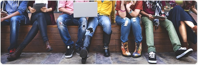 Teenagers hanging out. Image Credit: Rawpixel.com / Shutterstock