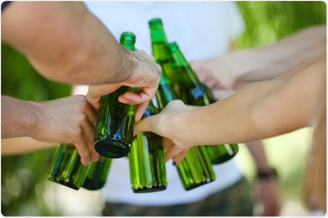 Rischi sanitari di bere di baldoria