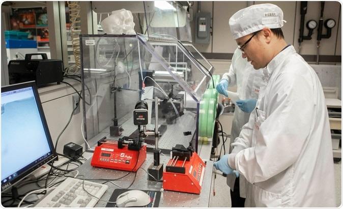 El socio de investigación del UC Daewoo Han trabaja en el laboratorio de Nanoelectronics del UC. Él es autor importante de un nuevo estudio en glioblastoma. Servicios creativos de la foto/de José Fuqua II/UC