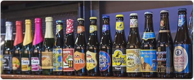 Garrafas de cerveja belgas. Crédito de imagem: Botond Horvath/Shutterstock