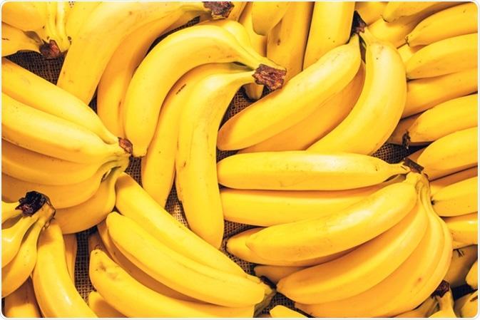 Le banane fresche contribuiscono ad impedire il bruciore di stomaco/riflusso acido. Credito di immagine: Hanna_photo/Shutterstock
