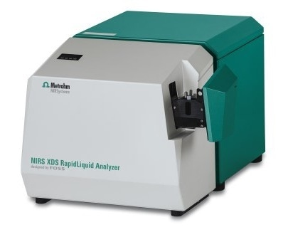 The NIRS XDS RapidLiquid Analyzer was used for spectral data acquisition over the full range from 400 nm to 2500 nm.