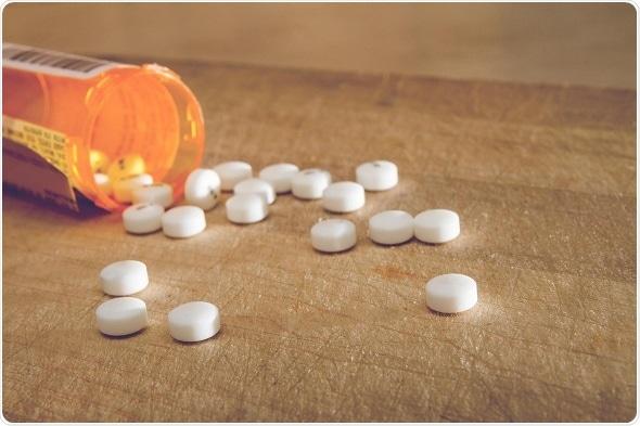 Os pacientes de cancro da mama com normas sanitárias mentais têm um uso mais alto do opiáceo, sobrevivência reduzida
