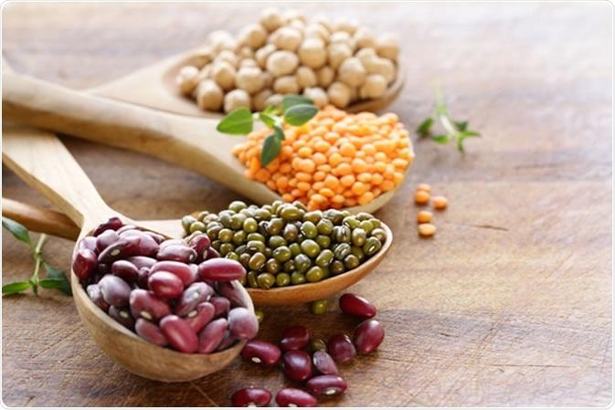 Vari legumi - fagioli, lenticchie, ceci, fagioli verdi - credito di immagine: Dream79/Shutterstock