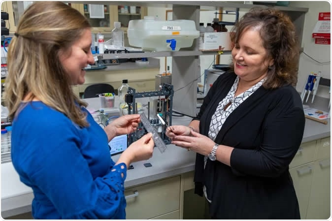 Lauren Kokai, Ph.D., (left) developed the technology used for this project when she was a graduate studying under Kacey Marra, Ph.D., (right). Credit: UPMC