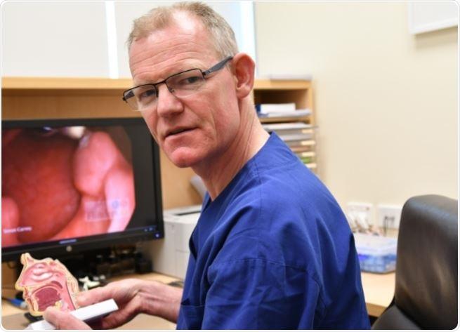 """""""Encolher"""" as amígdalas conduz a pouca dor e ao sangramento do que completamente o tonsilectomia"""