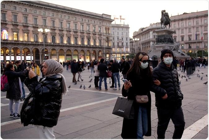 Italia está en el proyector orientable en medio del brote del coronavirus. Haber de imagen: Praszkiewicz/Shutterstock