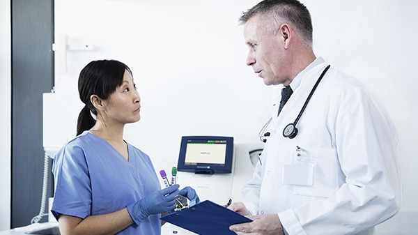 AQT90 Flex with nurse and doctor