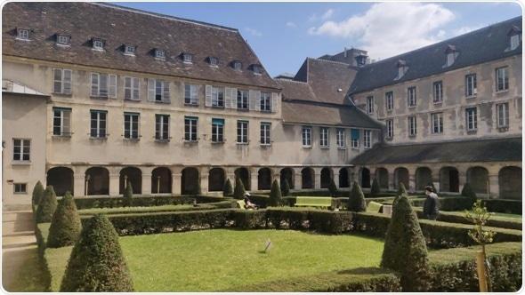 University Hospital Trust in Paris installs 60 Stratasys 3D printers to support frontline staff battling COVID-19