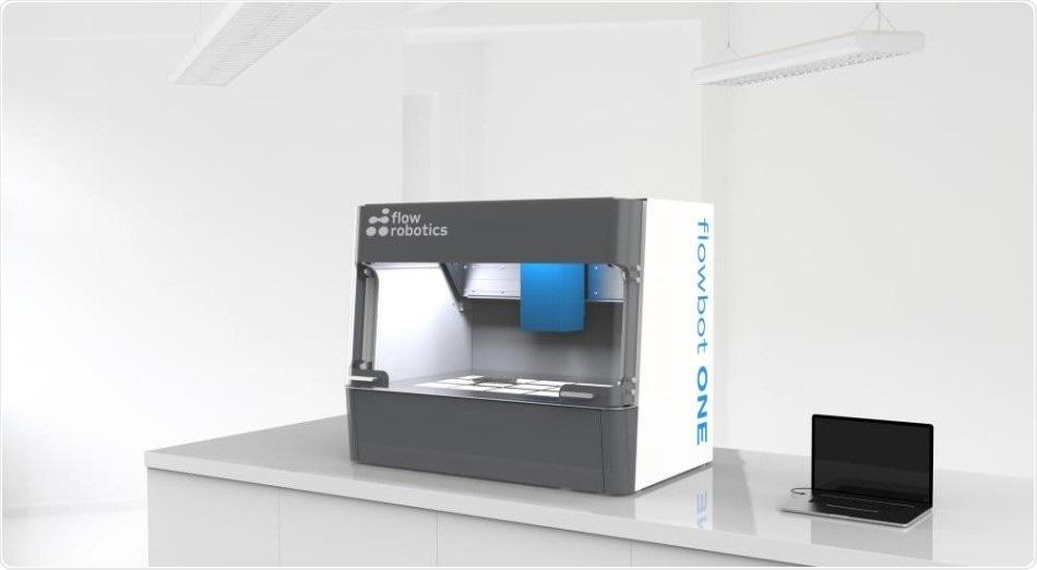 O robô introduzindo com pipeta dinamarquês automatiza processos do teste COVID-19 nos hospitais