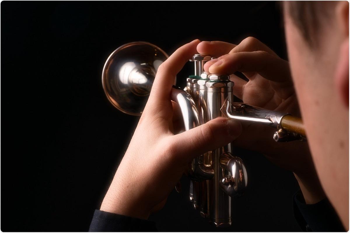 Estudio: La propagación del aire respirable de los instrumentos de viento y los cantantes utilizando técnicas de Schlieren.  Haber de imagen: Robert J. Bradshaw / Shutterstock