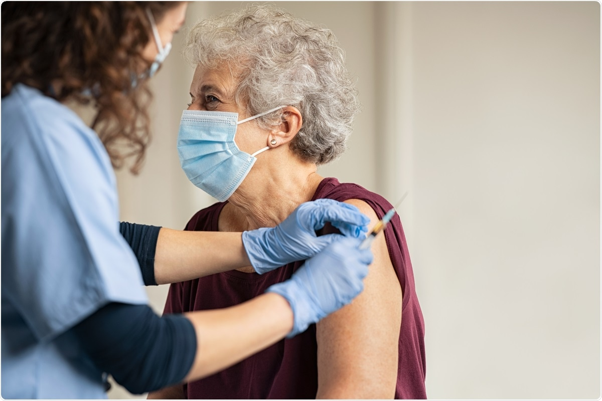 Study: Associations of the BNT162b2 COVID-19 vaccine effectiveness with patient age and comorbidities. Image Credit: Rido / Shutterstock