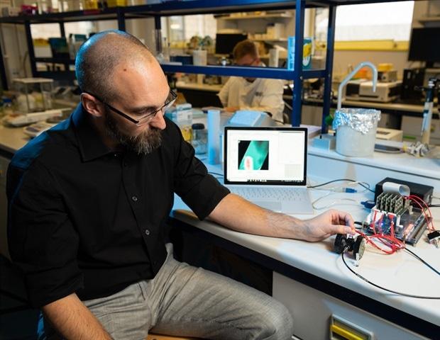 巴斯的科学家们获得了130万英镑的拨款,用于开发一种便携式香料检测设备
