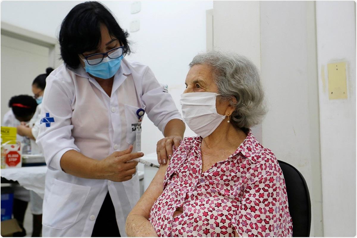 研究:用冠状病毒疫苗接种SARS-CoV-2: 40天后医护人员的血清转换率。图片信用:纳尔逊Antoine / Shutterstock