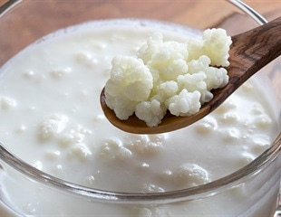 Do labels on commercial kefir products report microbial levels correctly?