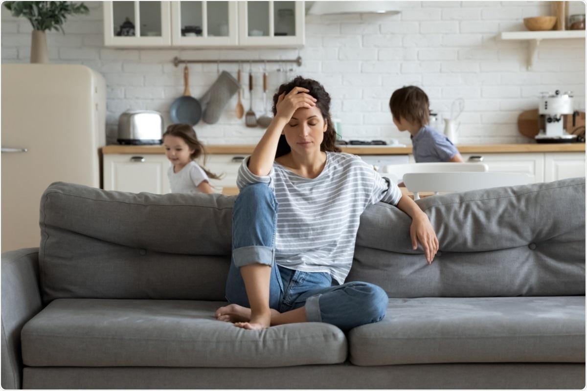Estudio: El estrés diario percibido por las madres influye en la salud mental de sus hijos durante la pandemia del SARS-CoV-2: una encuesta en línea.  Haber de imagen: fizkes / Shutterstock