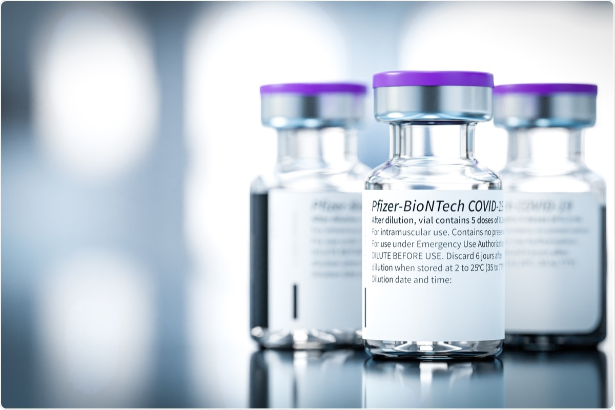 Study: Self-reported and physiological reactions to the third BNT162b2 mRNA COVID-19 (booster) vaccine dose. Image Credit: guteksk7/ Shutterstock