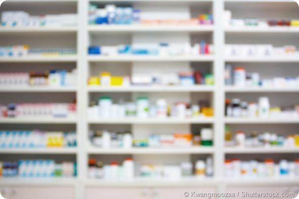 Scaffali della farmacia