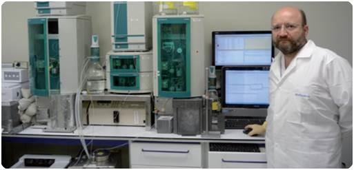 Dr. Jesús Chesa-Jiménez, quality control department supervisor at ITP using Metrohm's ion chromatography system.