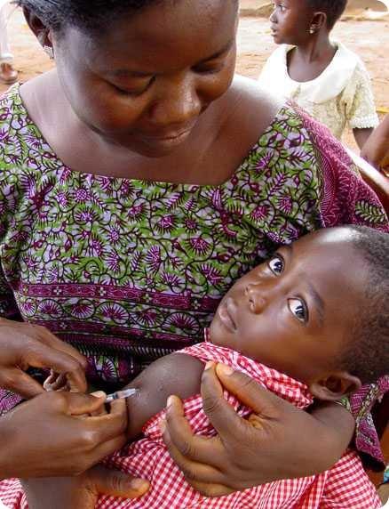 Vaccinazione di morbillo nel Togo