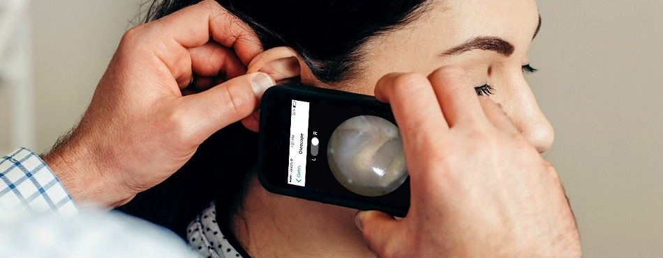 Turning a smartphone into an otoscope