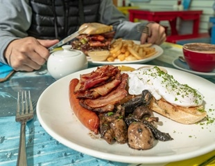 Researchers say 'yes' to a heavy breakfast to lose weight